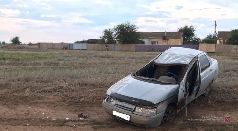 Катался по деревне с девочкой-подростком: 18-летний «бесправный» водитель устроил ДТП под Волгоградом