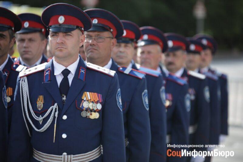 На площади Павших Борцов состоялся парад Победы