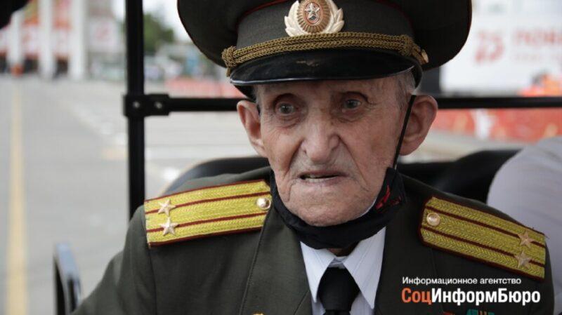 «Пришел сюда со слезами на глазах»: участник Сталинградской битвы 96-летний Хамзя Гафуров поделился чувствами после парада в Волгограде