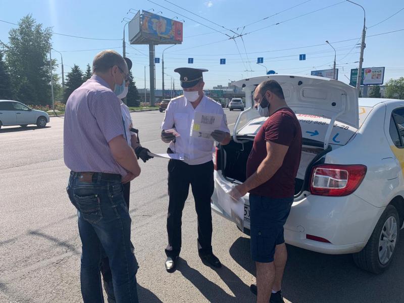 В Волгограде ловят таксистов-нелегалов