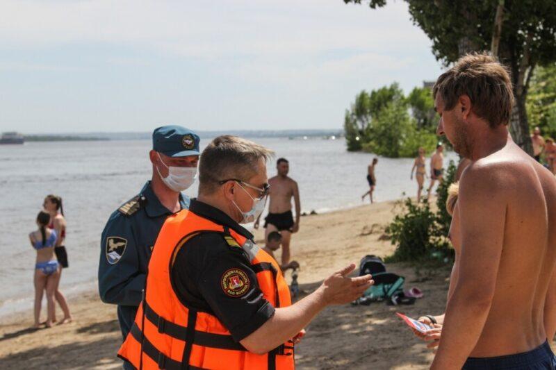 «В опасности — дети»: в Волгограде патрулируют пляжи