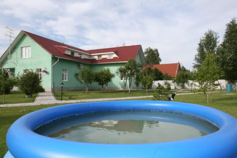Двухлетняя девочка утонула в надувном бассейне под Волгоградом