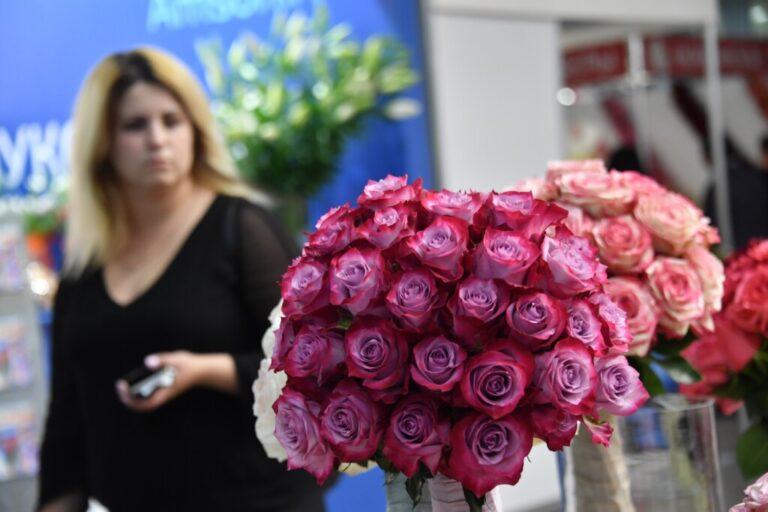 Волжские депутаты заказали цветы на 150 тысяч рублей