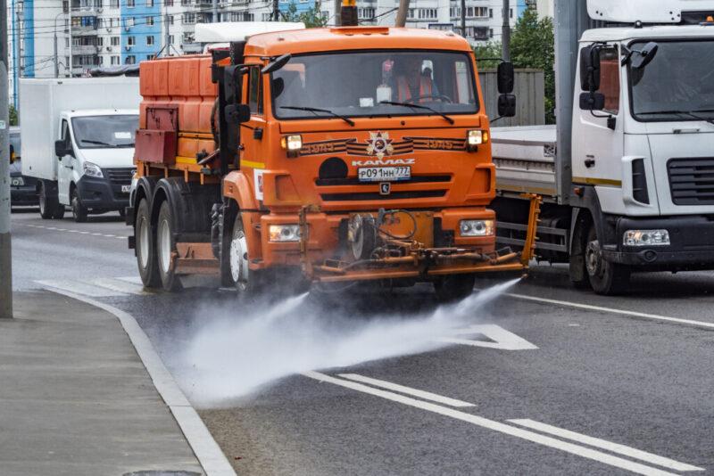 Влажная уборка улиц в Волгограде проходит в усиленном режиме