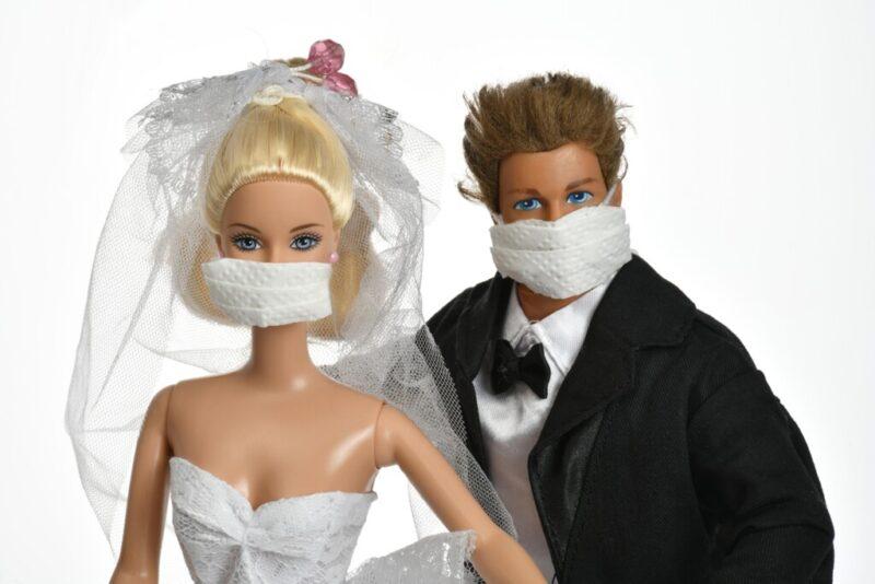 «Кольца дома наденете, целоваться нельзя»: корона-свадьбы — тренд или нужда? Истории волгоградских молодоженов и мнения экспертов