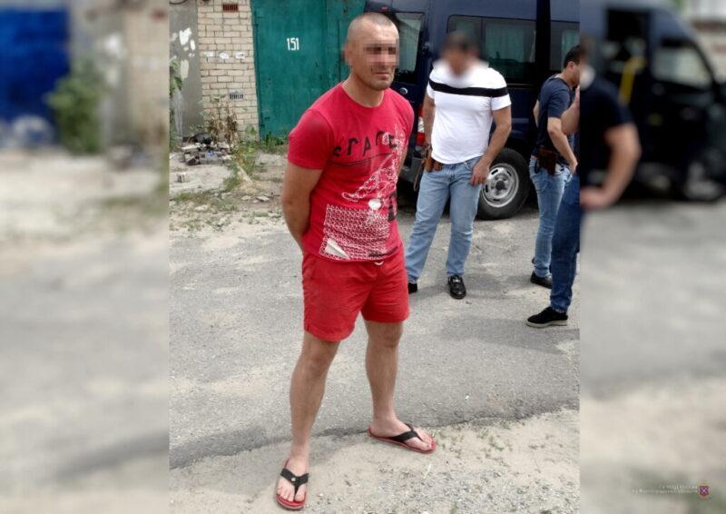 В гараже 45-летнего рецидивиста из Волгограда нашли гигантский арсенал оружия
