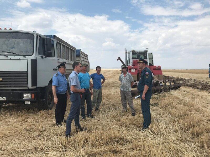 В Михайловском районе из-за пожара эвакуируют целый поселок