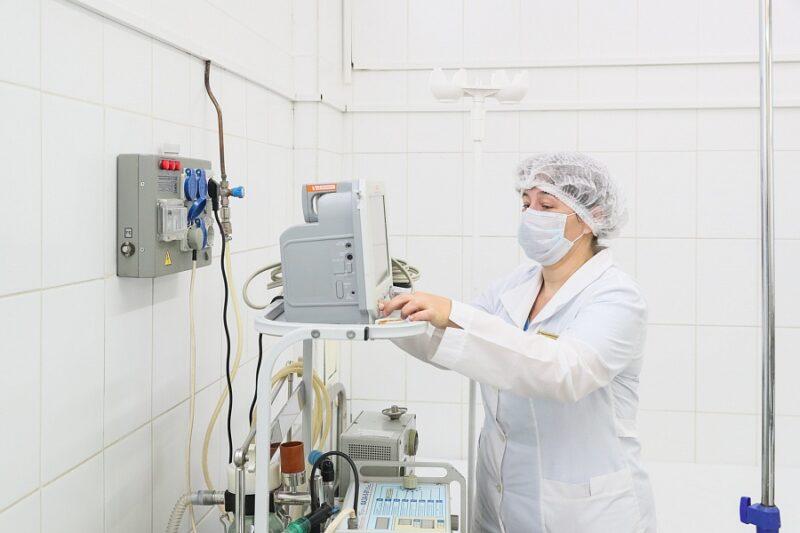 В Волгоград завезли дополнительные аппараты для лечения больных COVID-19