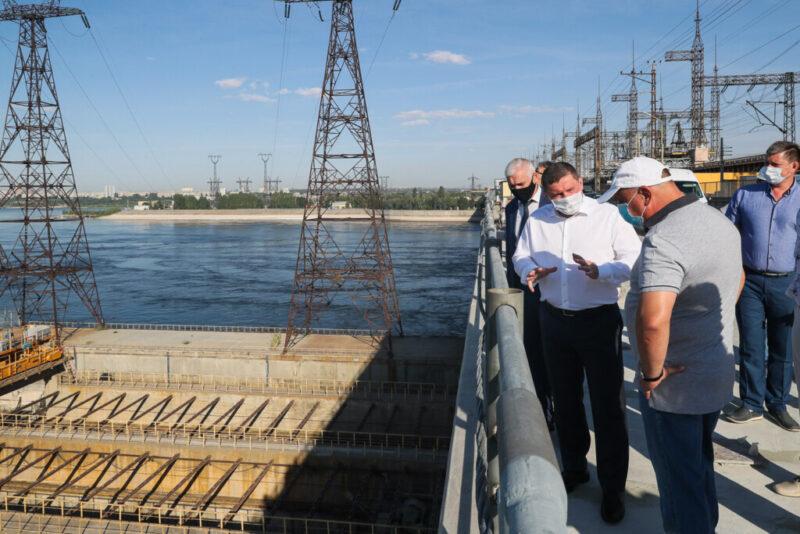 Андрей Бочаров проинспектировал ход работ на важнейших объектах Волжского