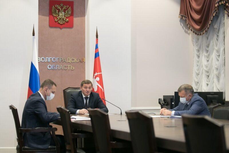 Андрею Бочарову доложили по видеосвязи о пожарной ситуации в районах Волгоградской области