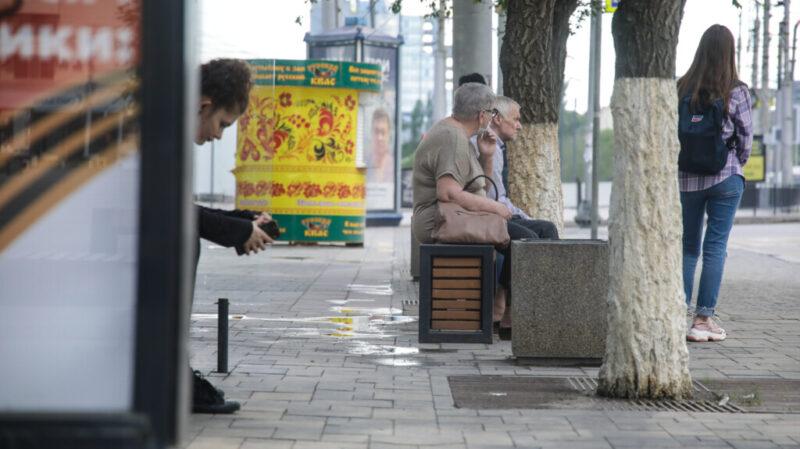 В июле работающих волгоградцев старше 65 лет обязали переводить на дистанционку