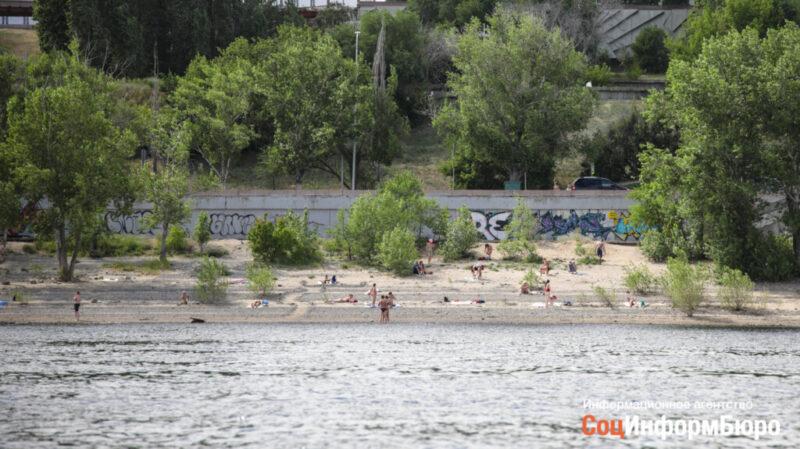 Волгоградцам рассказали, где можно купаться и можно ли заразиться коронавирусом на пляже