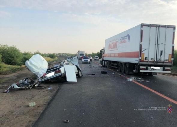 В страшных авариях под Волгоградом погибли двое мужчин