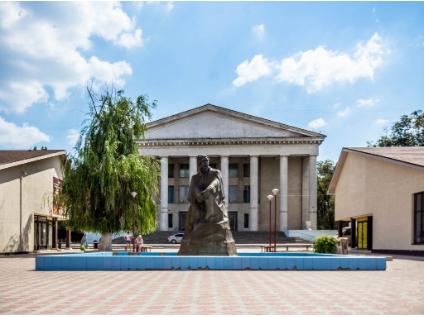 Выложенные брусчаткой аллеи, новый фонтан и зеленый сквер появятся в глубине Тракторозаводского района