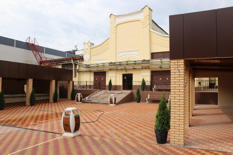На рынке Волгограда обустроили красивые места для торговли дачников