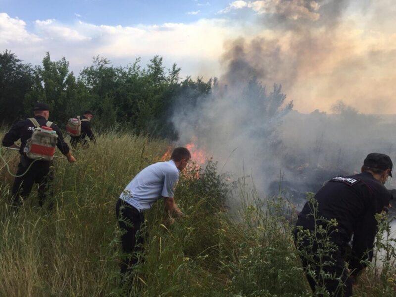 «Бросил непотушенный окурок сигареты»: под Волгоградом задержали подозреваемого в сильном пожаре
