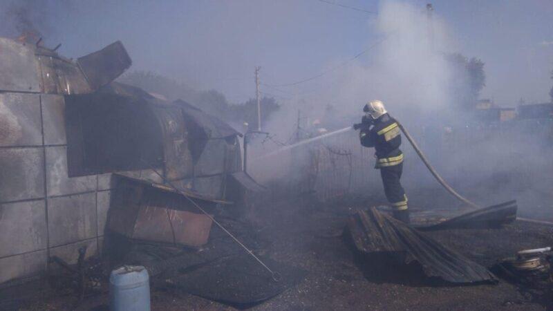 Тушение пожара на улице Космонавтов попало на видео