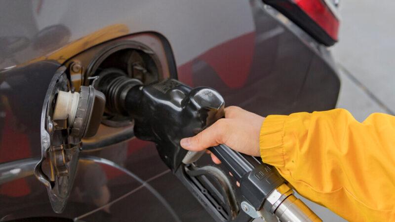 Бензин в Волгограде дороже, чем в среднем по России