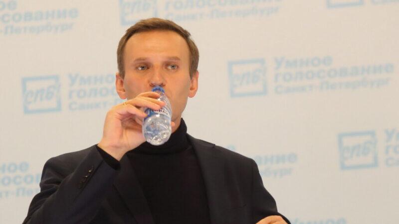 «Стабильно тяжелое состояние, кома, ИВЛ»: хронология отравления Алексея Навального