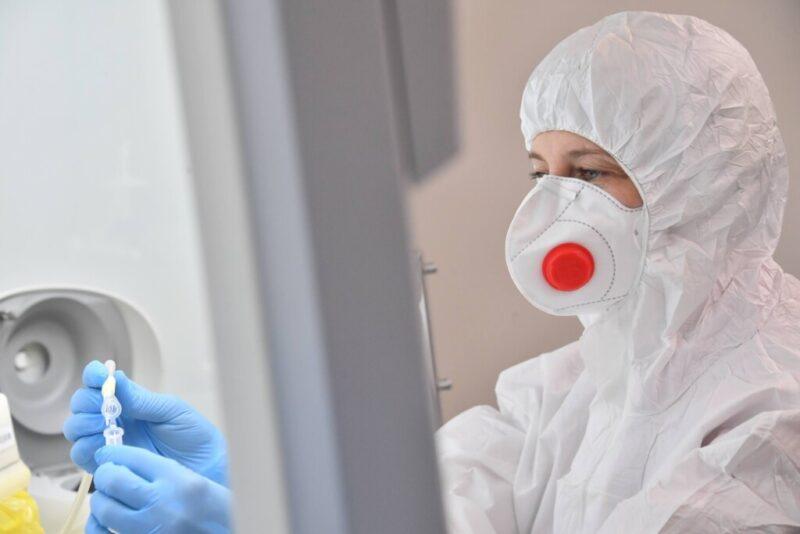 Еще три смерти и почти сотня новых заболевших: в Волгоградской области опубликовали статистику по коронавирусу