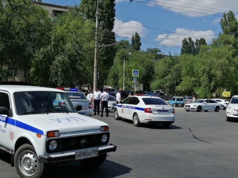 Первая Продольная в Волгограде все еще перекрыта