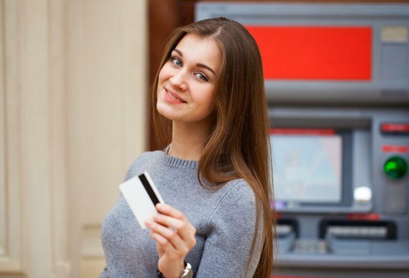 18-летний волгоградец потратил деньги с чужой банковской карты