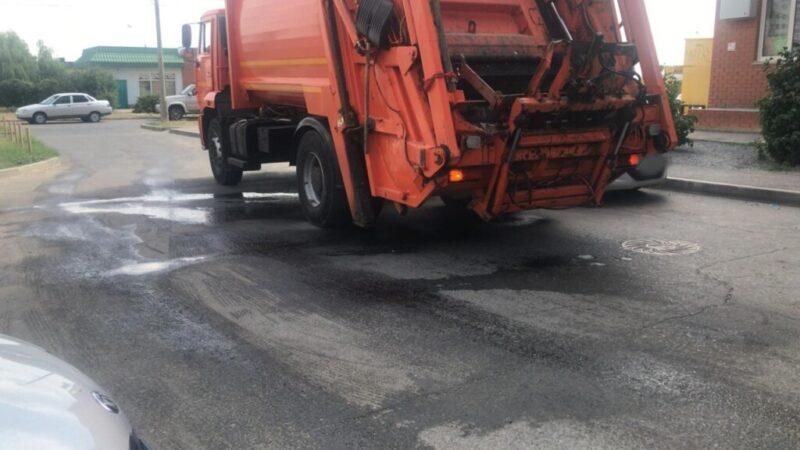 «В помоях и вони все дворы — за это мы платим?»: жители жалуются на новые мусоровозы в Волгоградской области