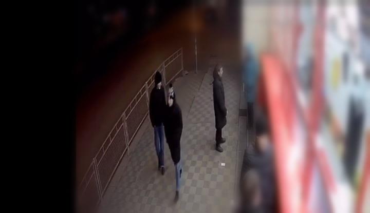 Волгоградцев просят опознать молодых людей, укравших телефон у подростка