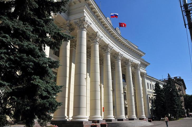 Волгоградская область попросит в Москве денег на квартиры для детей-сирот