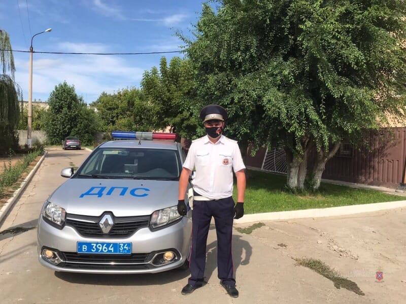 В Волгограде полицейский спас жизнь мужчине
