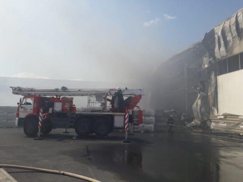 В Волжском потушили крупный пожар на производстве