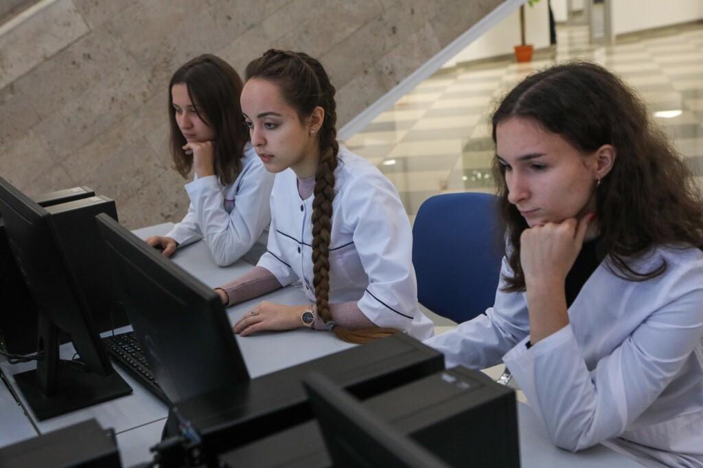 Министерство здравоохранения возвращает ограничительные меры на свои мероприятия до конца года