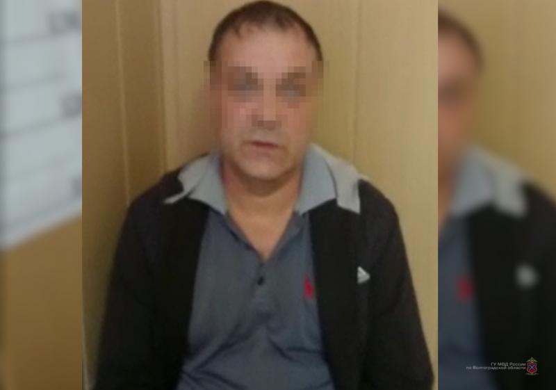 """В багажнике """"Toyota RAV4"""" волгоградские полицейские нашли 1,5 килограмма марихуаны"""