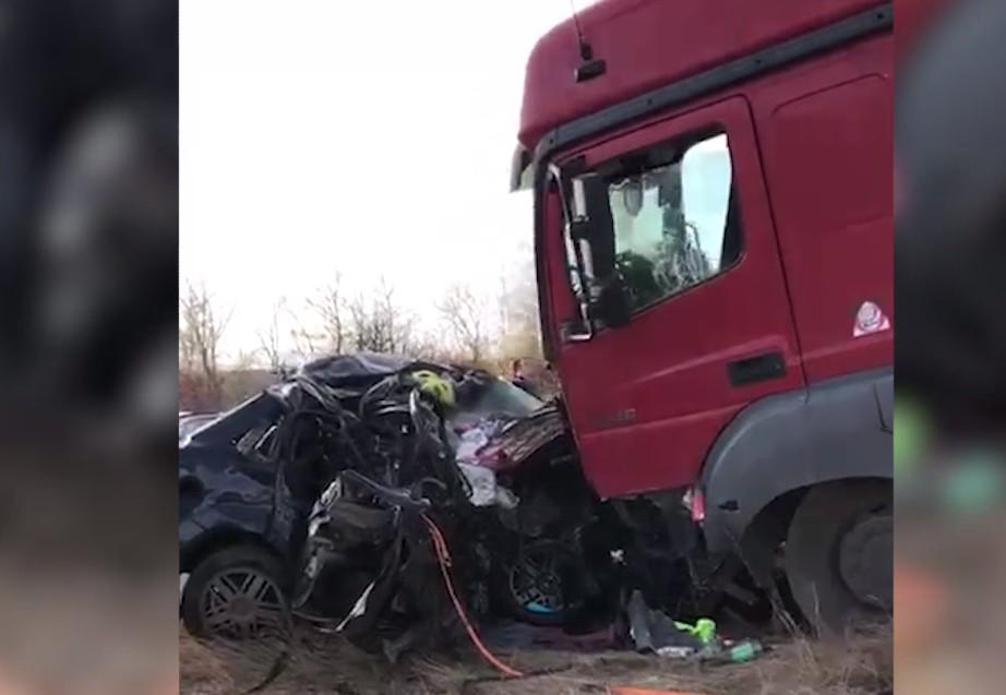 В жуткой аварии под Волгоградом погибли двое взрослых и маленький ребенок