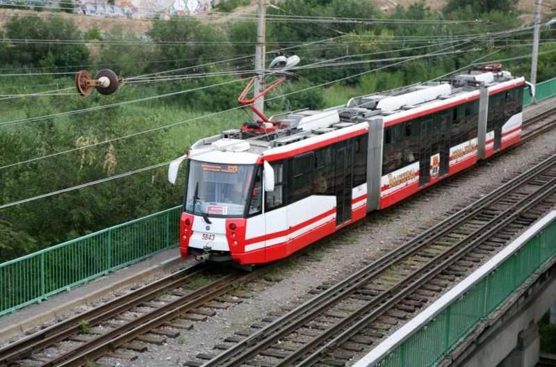 В Волгограде мужчина ударился о трамвай