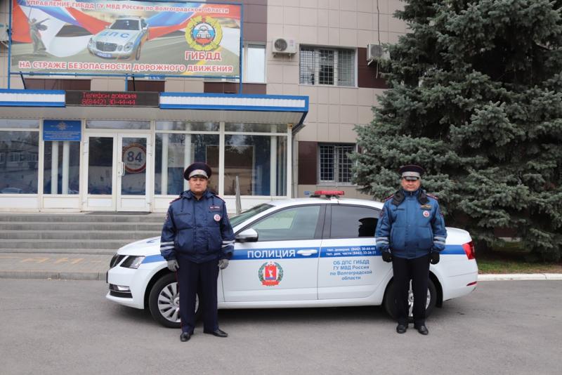 """""""Так поступил бы каждый"""": волгоградские полицейские выручили семью из беды"""