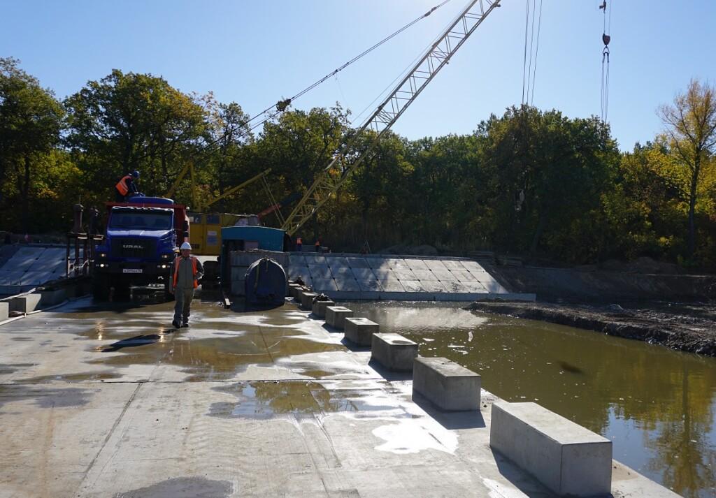 В Волго-Ахтубинской пойме достраивают переливную плотину