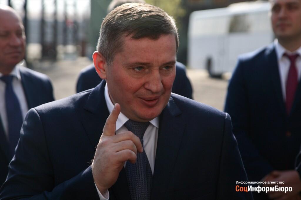 Андрей Бочаров дал работникам комитета архитектуры и градостроительства полномочия составлять протоколы на граждан