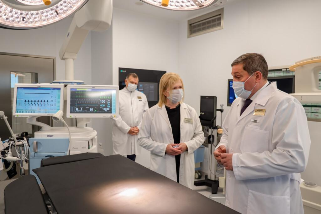 Волгоградские власти отчитались о ходе модернизации онкодиспансера