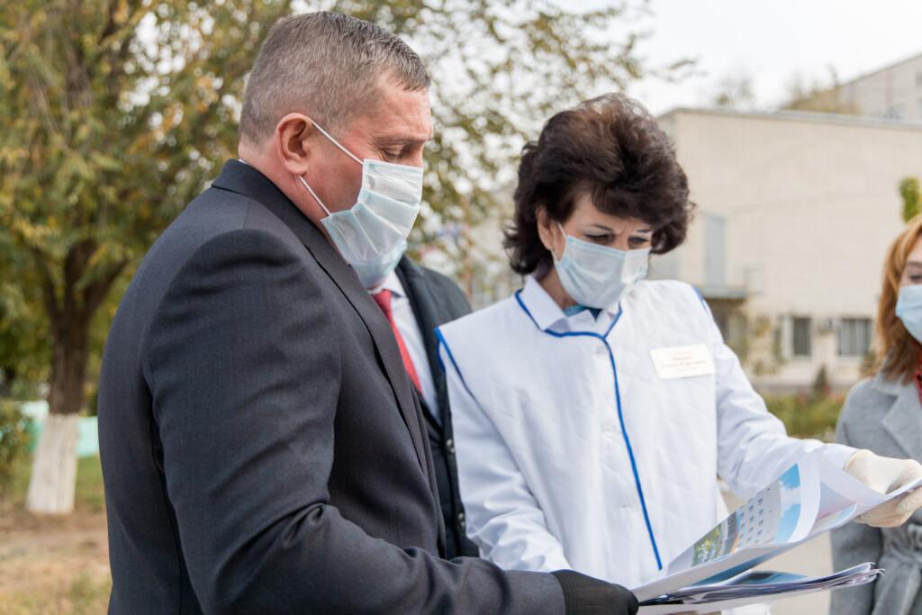 Волгоградский губернатор заявил о нехватке мощности ковидных больниц