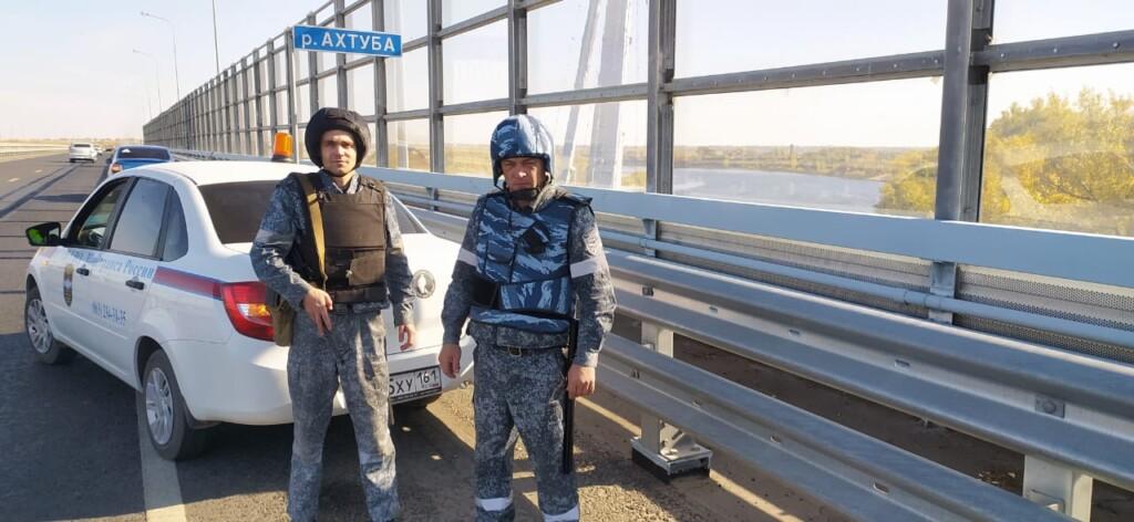 Вооруженные патрули вышли охранять волгоградский мост через Ахтубу