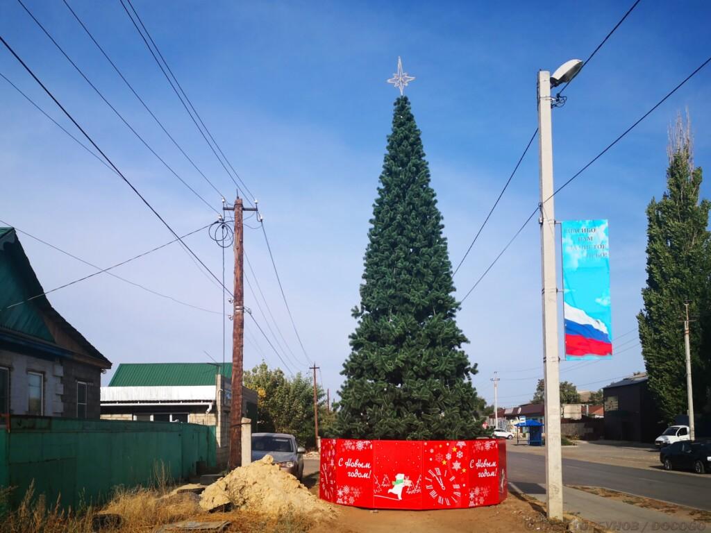 «Катись ты, 2020!»: в Калаче-на-Дону в сентябре поставили ёлку