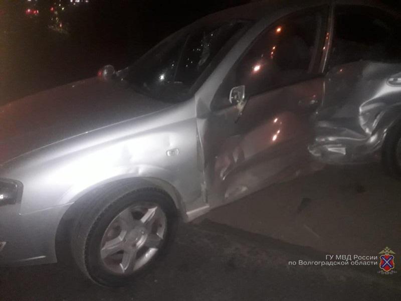 Два человека пострадали в авариях в Волжском