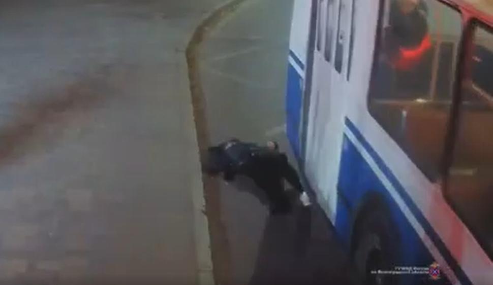 В Волгограде по вине водителя троллейбуса пострадала пенсионерка