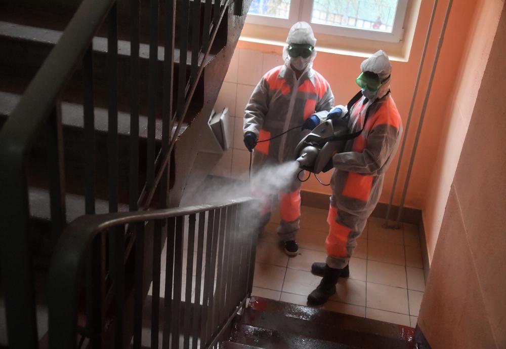 Не дезинфицируют подъезды в пандемию? Чиновники под Волгоградом не считают это угрозой для здоровья и отказываются проверять управкомпанию