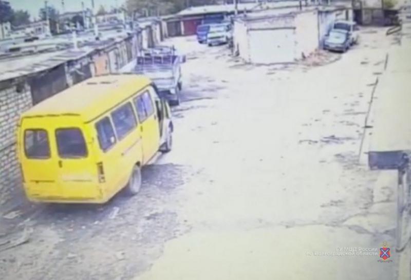 Волжанина уличили в краже маршрутки