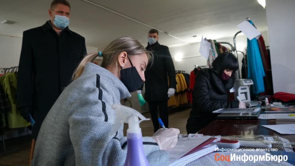 За элементарные антиковидные нарушения в Волгограде прикрыли ярмарку пальто