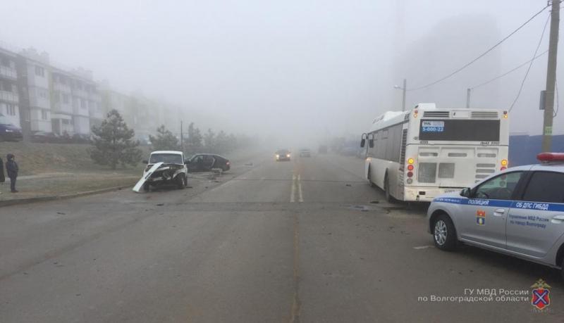 Раненый пассажир и столб на крыше: ДТП с автобусами в Волгограде