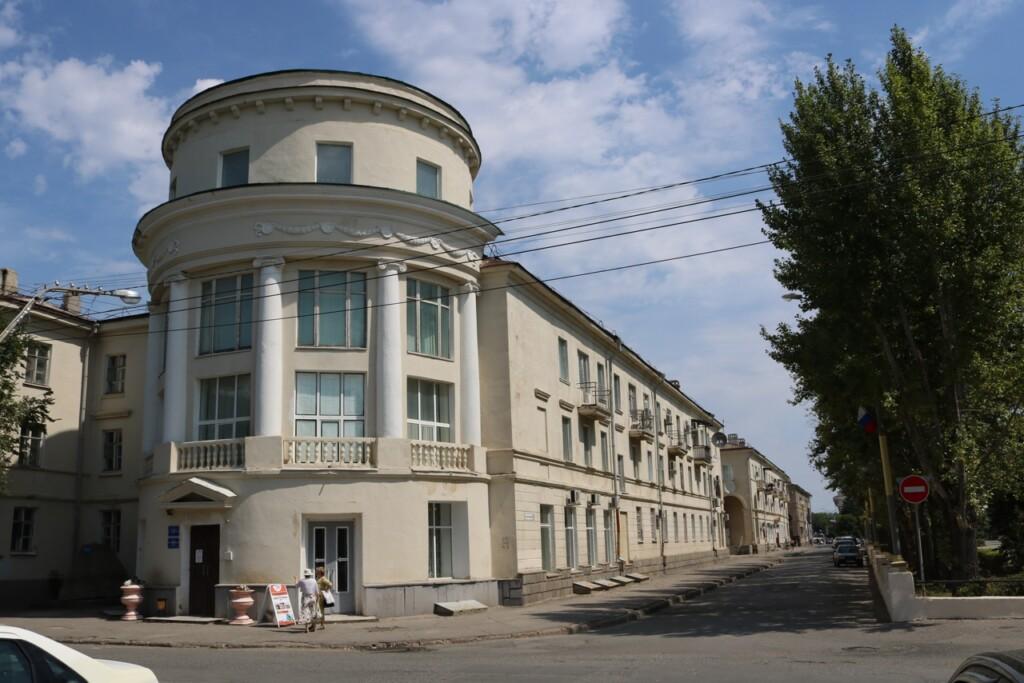 Среди посетителей музеев в Волжском разыграют электросамокат
