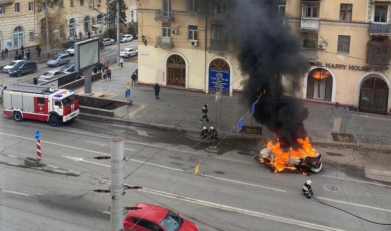 На Комсомольском мосту дотла выгорел автомобиль